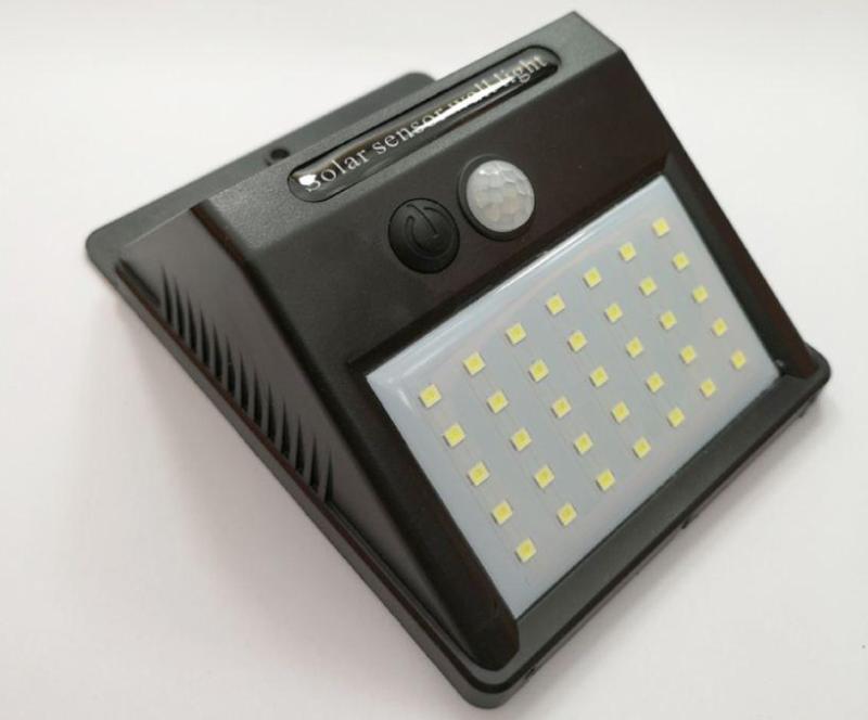 Đèn cảm ứng năng lượng mặt trời có cảm biến hồng ngoại 3 chế độ sáng 35 LED (ĐEN)