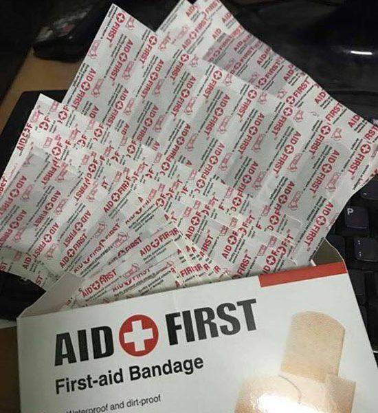 Hình ảnh Hộp 100 băng gạc y tế dán vết thương