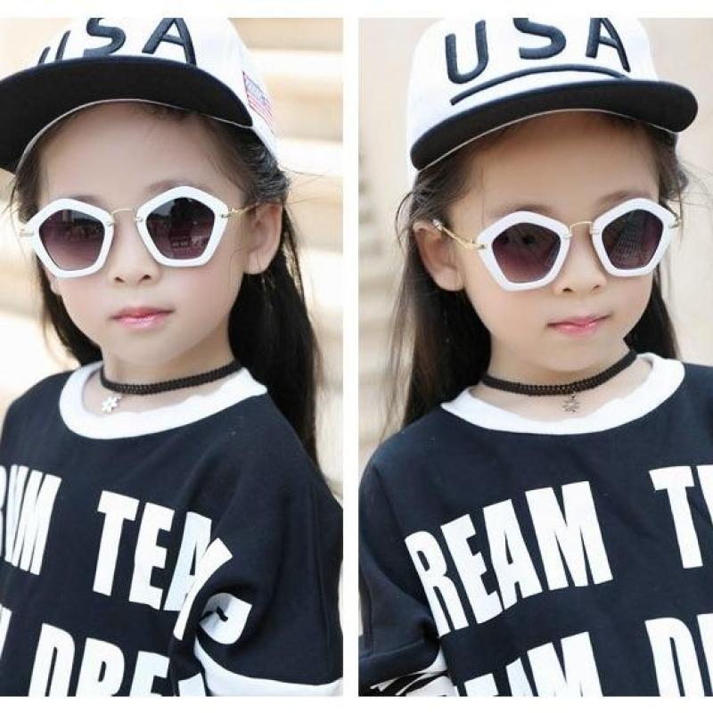 Mua Kính thời trang cho bé gái, bé trai phong cách cá tính, sành điệu + Tặng bao da K109