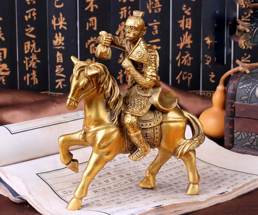Hình ảnh Tượng conkhỉ cưỡi ngựa Mã Thượng Phong Hầu bằng đồng thau cỡ trung