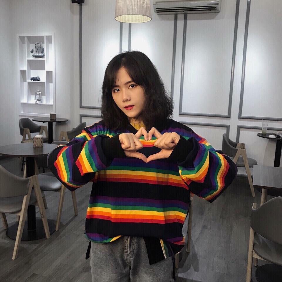 Hình ảnh Sweater Sọc Cầu Vồng
