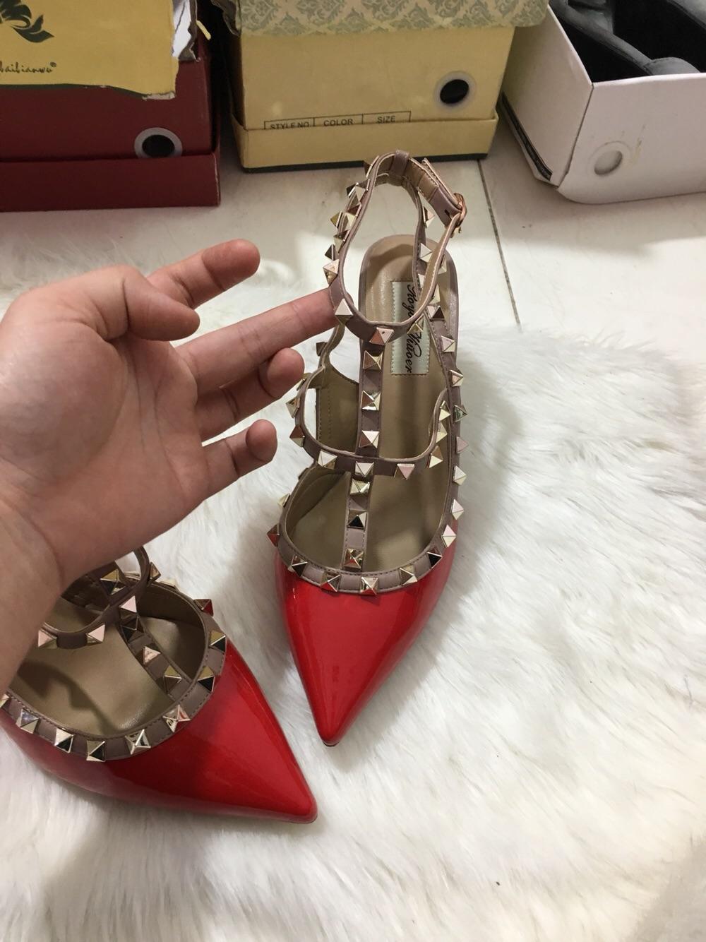 Giày gót nhọn đính đinh hot hit 2018