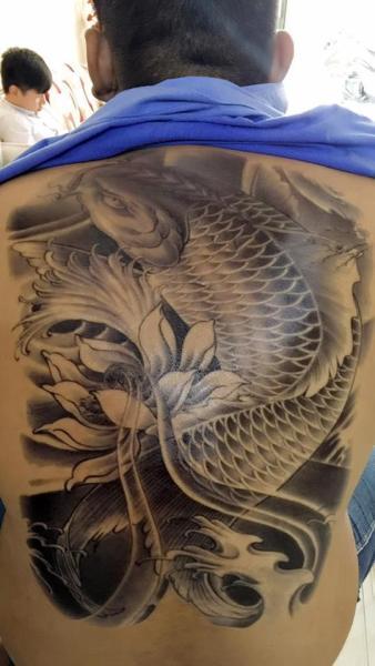 Hình xăm dán tattoo kín lưng cá chép trắng đen 34x48cm