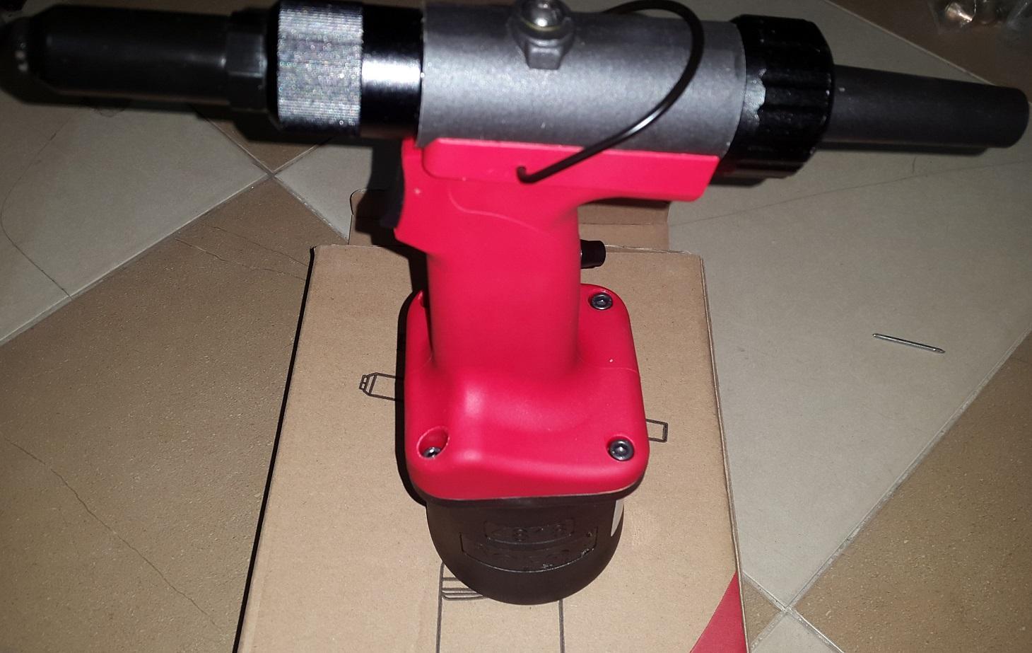 Máy rút đinh rive nhôm và inox 2-5mm rocol 4818