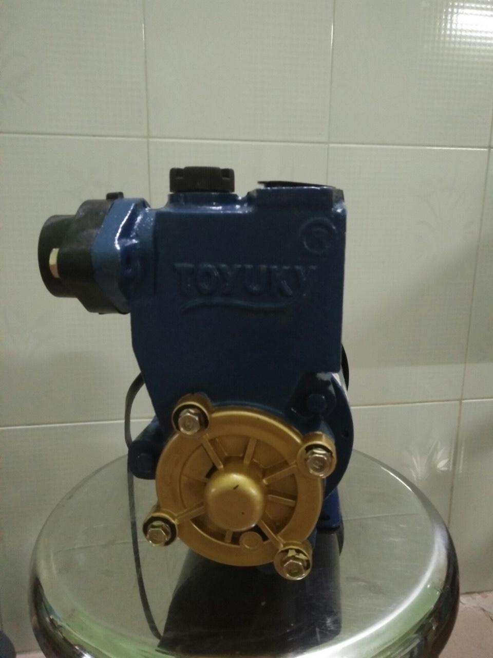 Máy bơm nước đẩy cao Toyuky TH-200 thân sắt