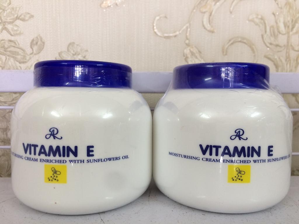 Kem dưỡng ẩm VITAMIN E ARON 200g Thái Lan