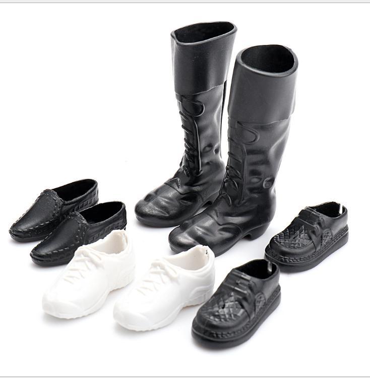 Hình ảnh Bộ giày ống và thể thao cho Ken