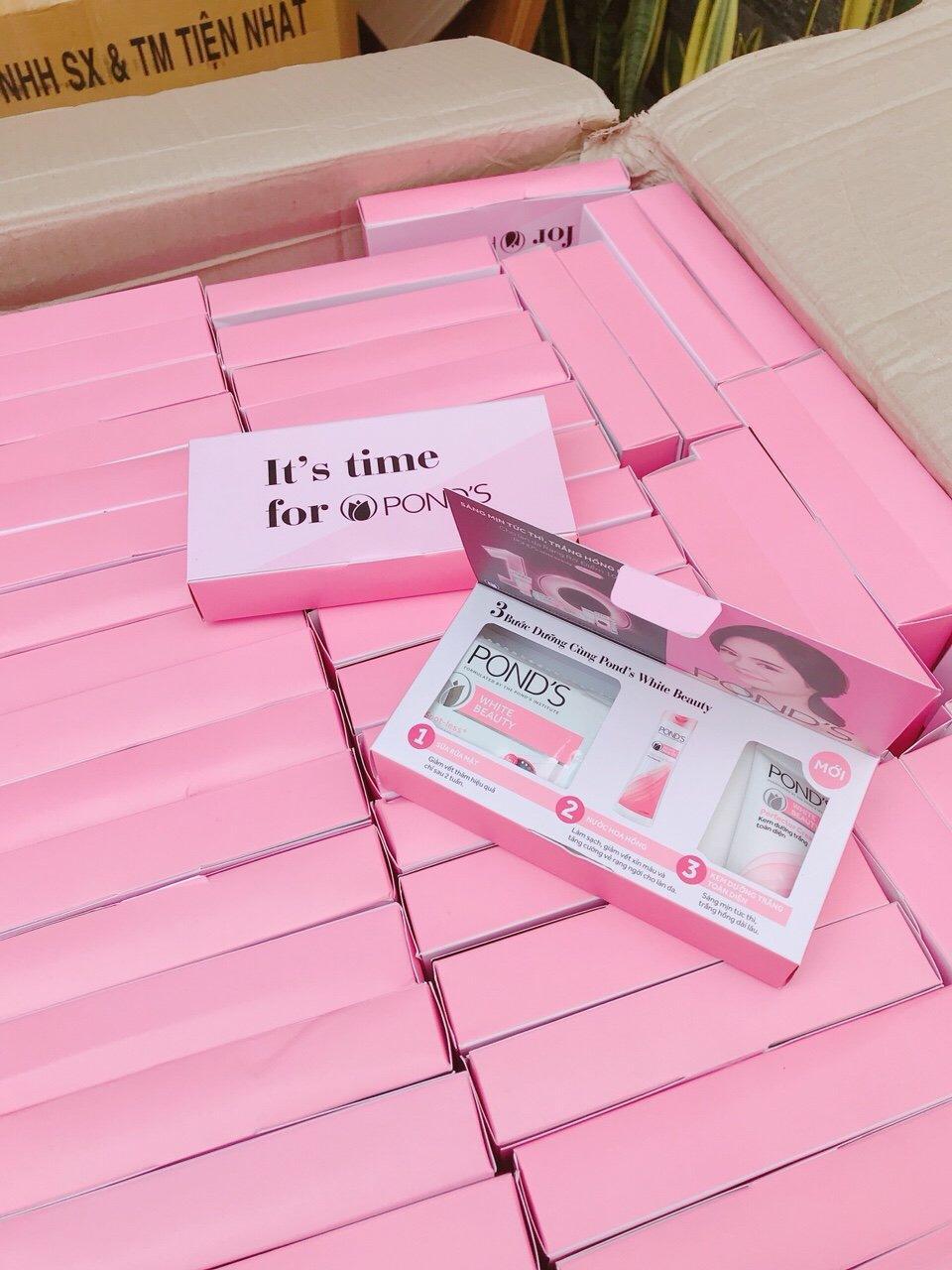 Combo 10 set ponds trắng hồng bao gồm: 40 gói sữa rửa mặt ponds trắng hồng +10 tuýp ponds dưỡng trắng toàn diện + tặng 1 túi đựng mỹ phẩm xinh xắn