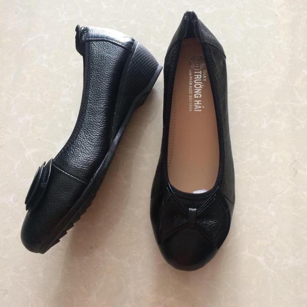 Giày đế xuồng da bò đen  3cm đính nơ Trường Hải TH119 giá rẻ