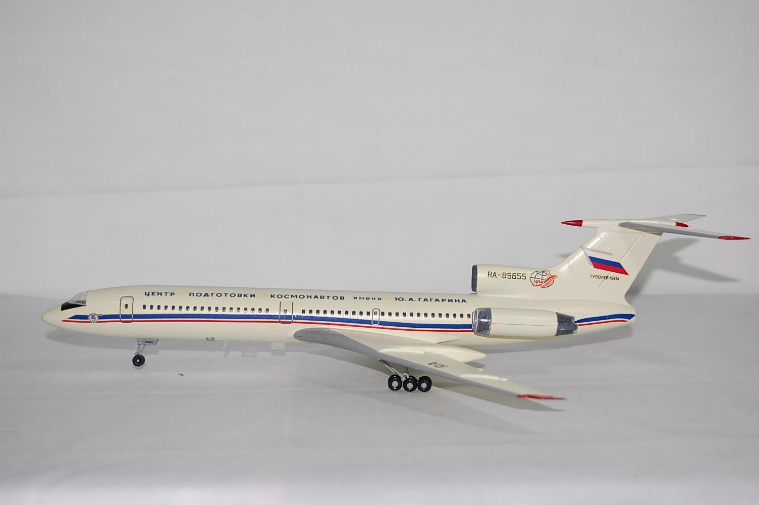 Hình ảnh Mô hình máy bay TU-154 tỉ lệ 1/144