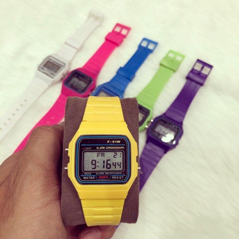 Nơi bán Đồng hồ điện tử trẻ em dây cao su WR (Dây Vàng, Mặt Vàng)