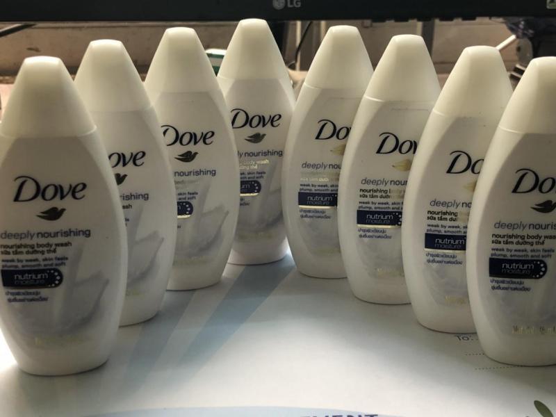 Combo 10 chai sữa tắm Dove Deeply 45 ml + Tặng 1 ví cầm tay xinh xắn
