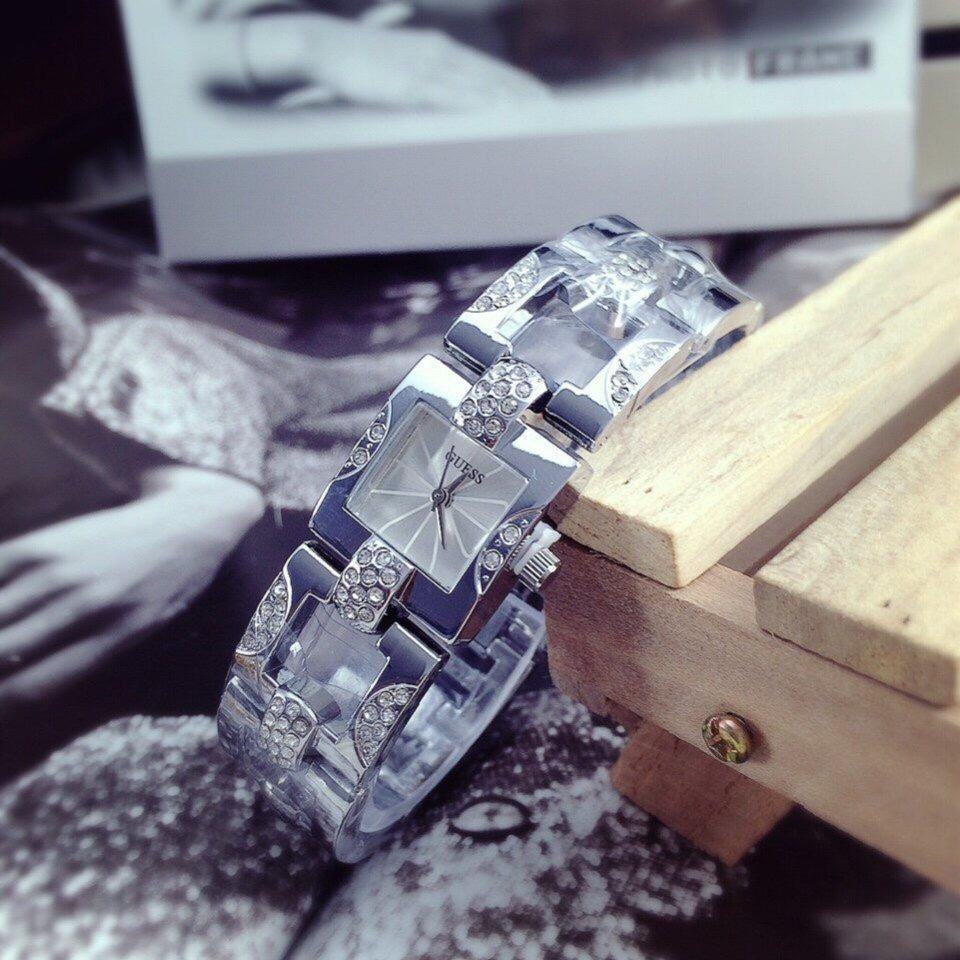 Đồng hồ thời trang nữ dây kim loại ST1