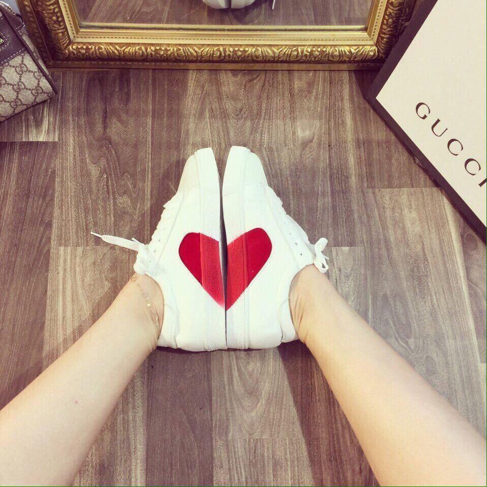 Hình ảnh Giày thể thao ghép trái tim cho nữ