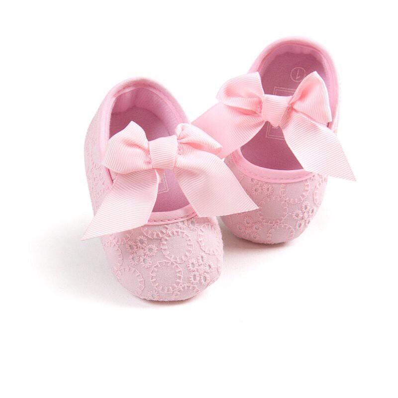 Hình ảnh Giày nơ tập đi cho bé gái đế mềm họa tiết hoa xinh xắn