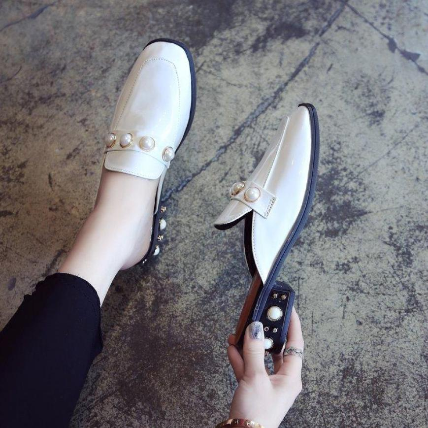 Mẫu Mới 2020 Phong Cách Retro Đầu Vuông Ngọc Trai Với Đế Thô Giày Phong Cách Anh Lười Giày Sục Nữ Bít Mũi Dép Lê Hè giá rẻ