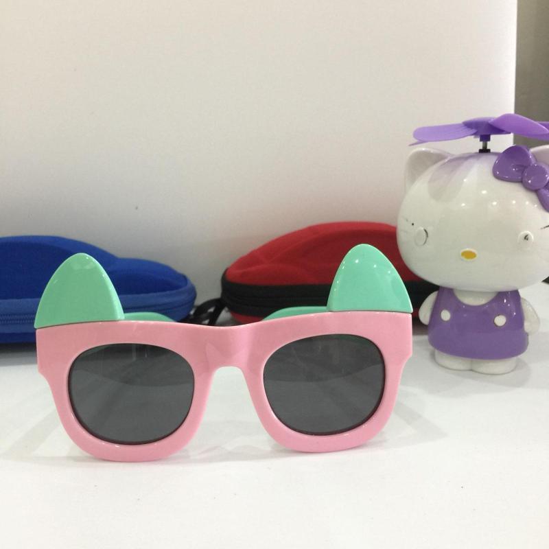 Giá bán [Giá không thể tin nổi] Kính mắt đón hè cho bé xinh chống UV, chống chói mắt, an toàn B155-41 + Tặng hộp đựng cá tính