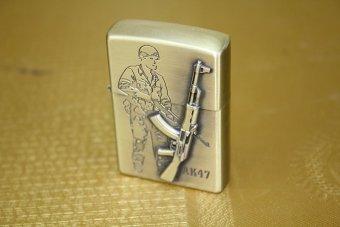 Bật lửa xăng hình khẩu súng AK47 và anh bộ đội (Vàng đồng)