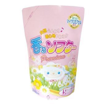 Nước xả làm mềm vải Hồng, khử mùi, diệt khuẩn Nhật Bản - 2Lít