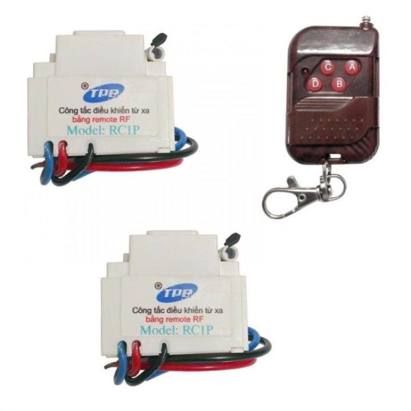Bộ 2 công tắc điều khiển từ xa sóng RF lắp mặt PANASONIC TPE RC1P + Remote RF vỏ vân gỗ R1VG315