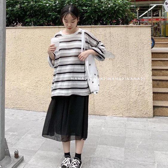 Hình ảnh Linh Anh Boutique Áo Nữ Kẻ Phông Dáng Thụng Tay Dài Thời Trang (Trắng và Đen) Đẹp Lăm Nha