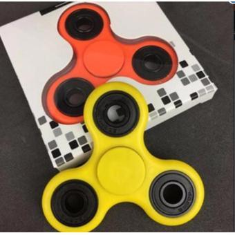 Combo 2 đồ chơi con quay spinner cánh tam giác thế hệ mới (màu ngẫu nhiên)