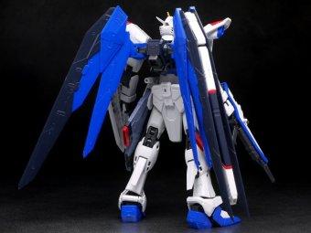 Mô hình lắp ráp BANDAI Real Grade Freedom Gundam