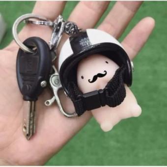 Móc khóa hình bé ciu đội nón bảo hiểm (màu nón ngẫu nhiên)