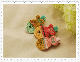 Bộ 2 kẹp tóc handmade bằng len cho bé gái hình con cá đuôi hồng KTEAH29-sl2