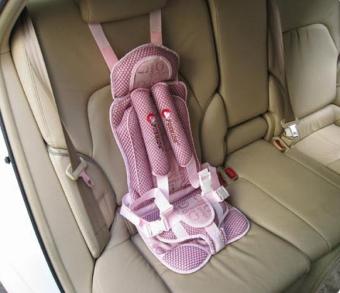 Ghế ngồi cho bé trên ô tô (Hồng)