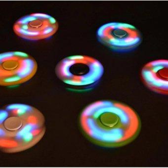 CON QUAY 3 CÁNH CÓ ĐÈN LED ( màu đen)