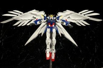 Mô hình lắp ráp BANDAI Real Grade Wing Zero Custom EW