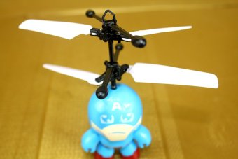 Máy bay điều khiển Robot cảm ứng (Xanh)