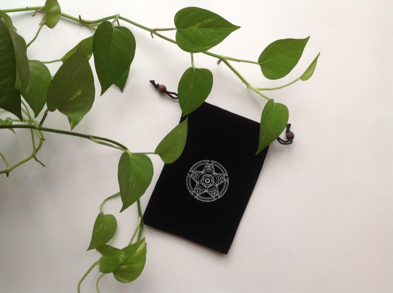Túi nhung đen dây rút đựng bài Tarot