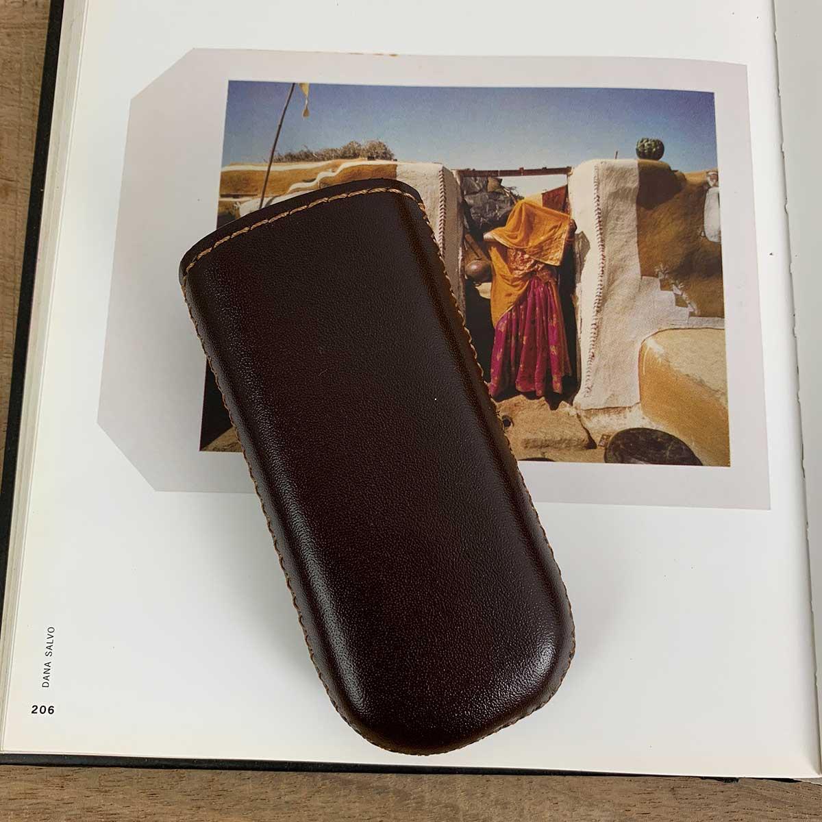 Bao điện thoại 8800 rút - Da bò nhập khẩu - Bao da thủ công Nâu DB027