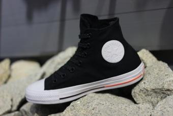 Giày thời trang nữ Converse 153792C (Đen viền cam)