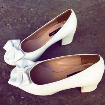 Giày cao gót búp bê trắng Dolly & Polly