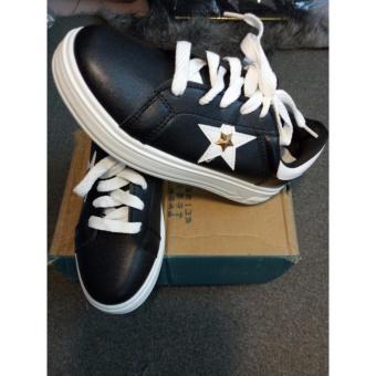 Giày nữ, đế bằng phối màu đen ngôi sao, da PU cao cấp.hàng nhập