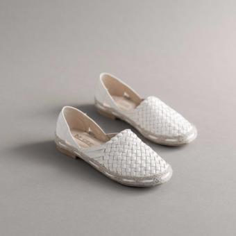 Giày slip on nữ kiểu dây đan màu trắng GP18