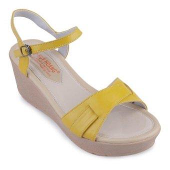 HL7069 - Giày sandals đế xuồng quai ngang màu vàng