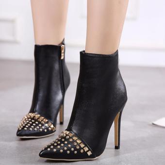 Giày boot nữ đính đinh cổ ngắn bít mũi hiện đại GBN130
