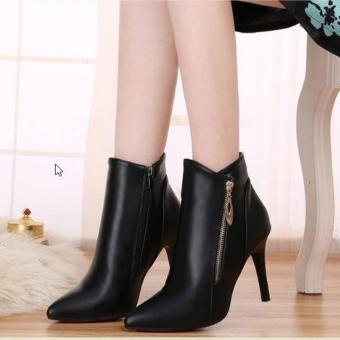Giày boot nữ phong cách cá tính B063 (đen)