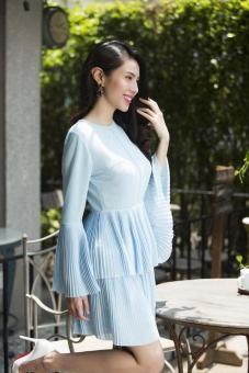Đầm voan dập ly 2 tầng tay loe màu xanh ngọc đẹp như thủy tiên