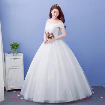 Áo cưới xoè đơn giản, vai ngang tùng ren bướm tinh tế