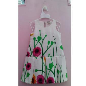 Đầm hoa xinh cho bé
