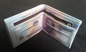 Bóp ví da in hình tiền 500 nghìn đồng .