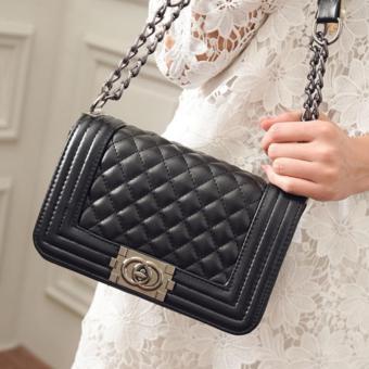 Túi xách thời trang cỡ trung khoá xoay kẻ caro đen