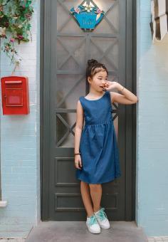 Đầm Jeans Đính Nơ Phía Sau Genii Kids (Xanh)