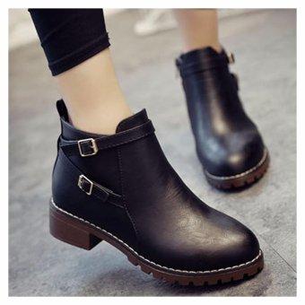 Giày boot cổ ngắn trang trí 2 khóa vuông (Đen)