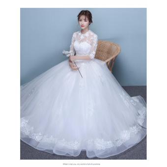 Áo cưới kín đáo cổ ren, tay lửng xinh như công chúa